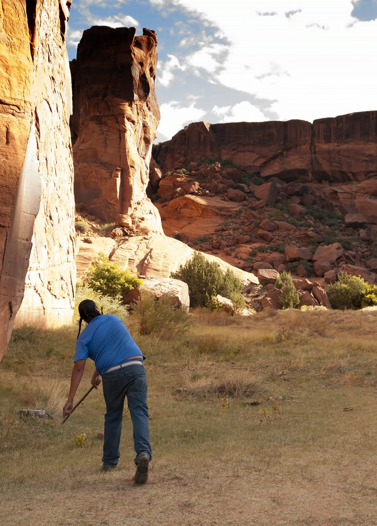 Demonstration of the Atl Atl at Canyon de Chelly